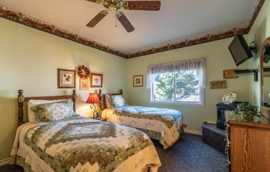 Apples Bed & Breakfast Inn: Crispin 1