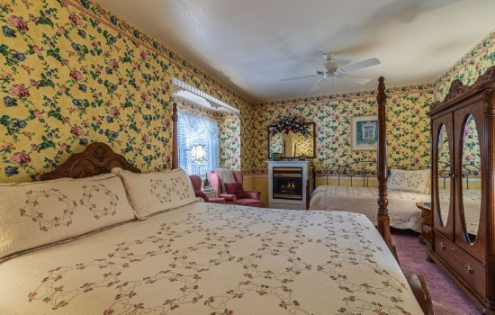 Apples Bed & Breakfast Inn: King Bed and Twin Day Bed