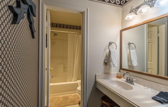 Spitzenburg Private Bathroom