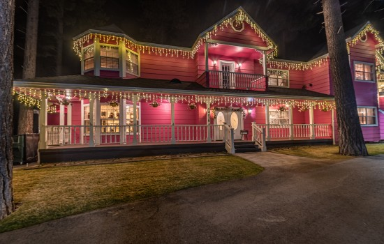 Apples Bed & Breakfast Inn - Hotel Front View at Night