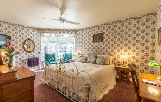 Apples Bed & Breakfast Inn - Yellow Delicious (K)